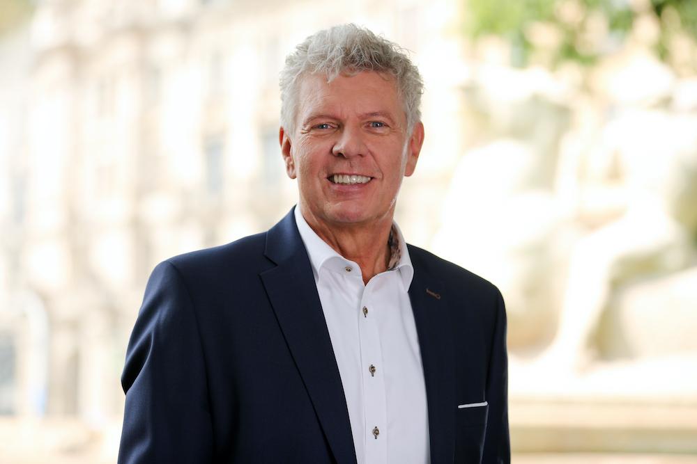 ein Porträtfoto von Oberbürgermeister Reiter ist zu sehen. (Foto Michael Nagy)